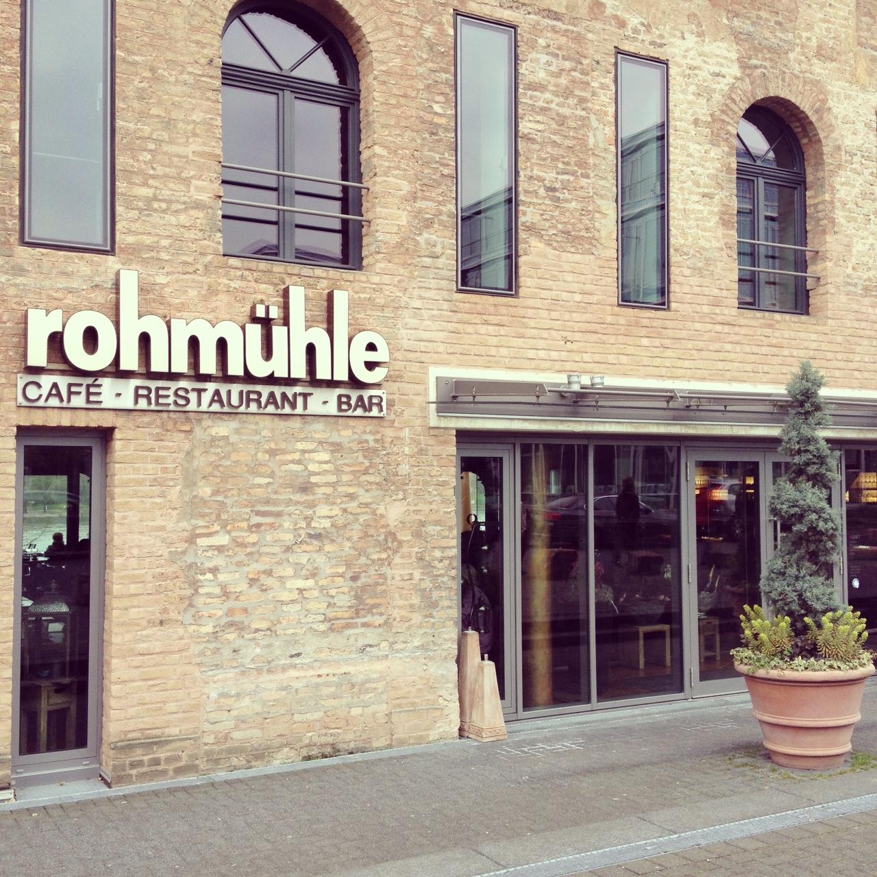 Rheinterrasse, kunstvoll arrangierte Gerichte und leckere Kuchen // Die Rohmühle am Bonner Bogen