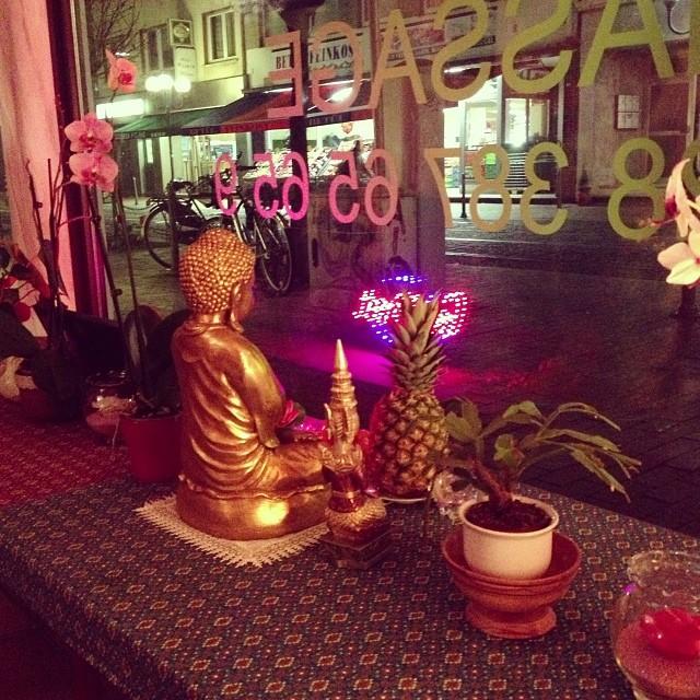 Eine Stunde Ganzkörpermassage / Thai Massage Thawan in Beuel, die Zweite.