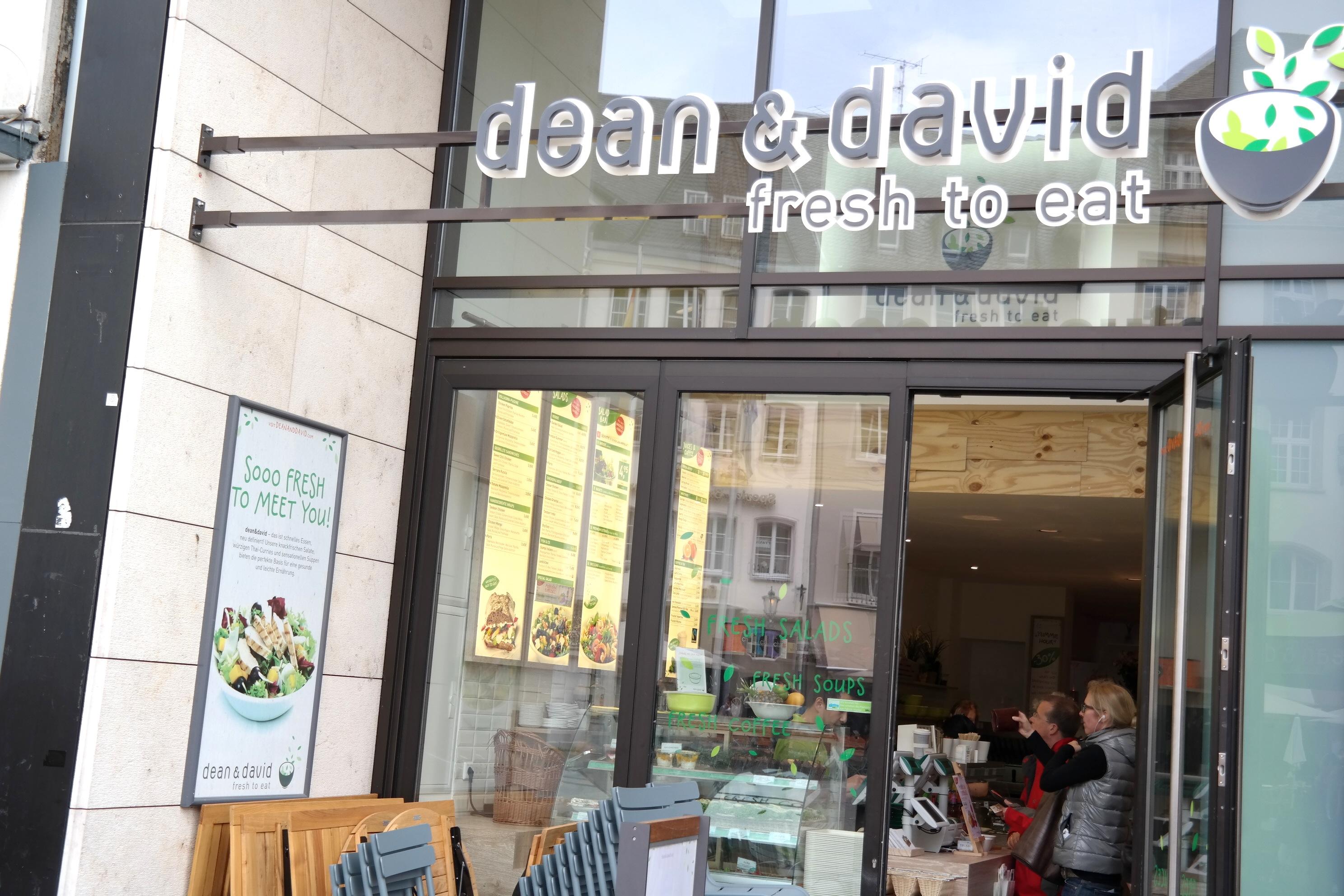Schnell was leckeres in der City essen // Dean & David am Marktplatz in Bonn