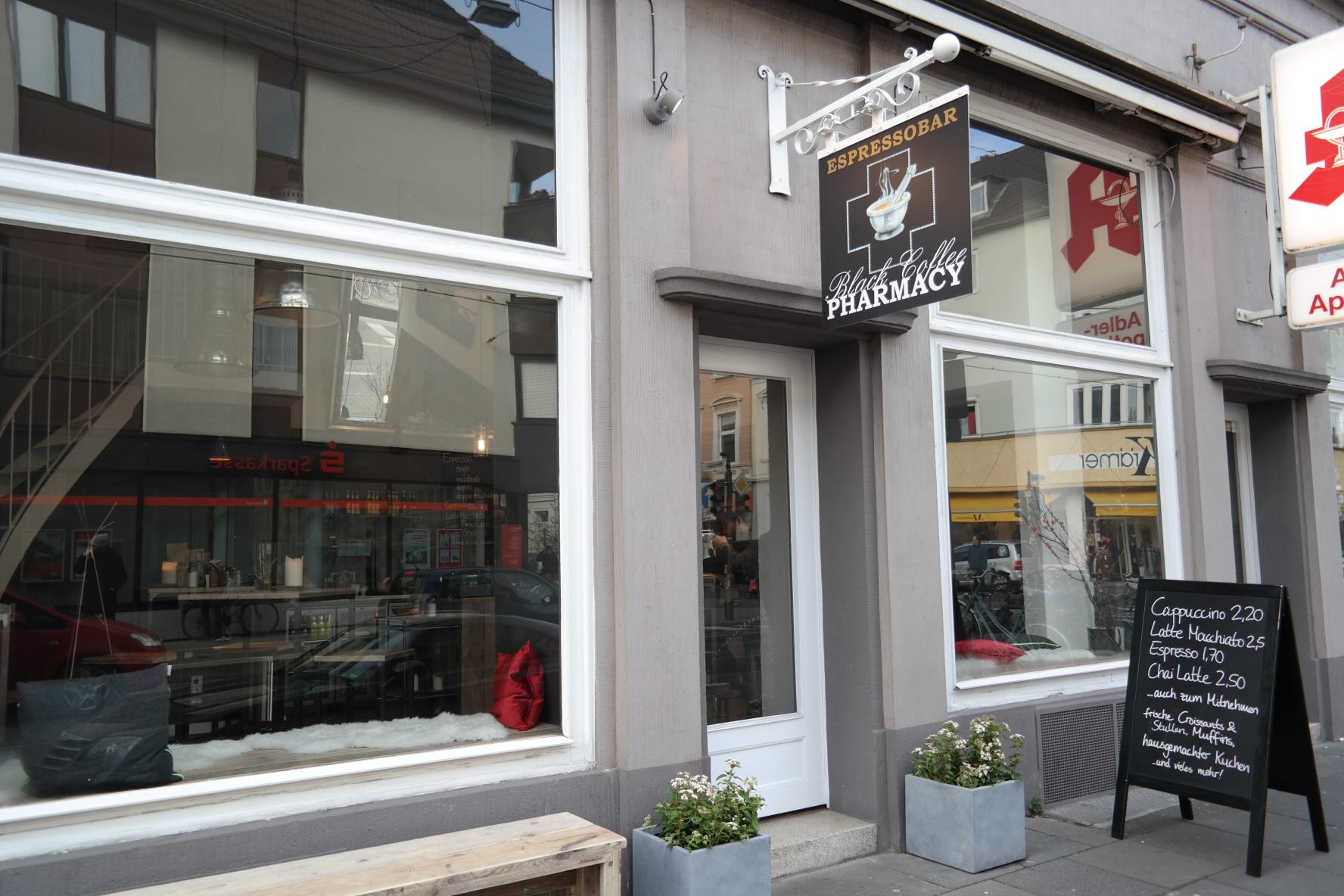 Ein guter Morgen in der Black Coffee Pharmacy // Bei Chai Latte, Frühstück und Detailliebe