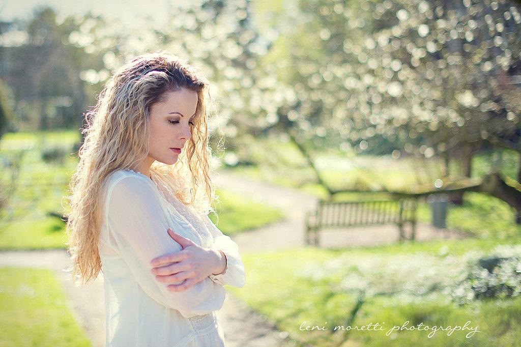 Ein sonniger Morgen im Schlossgarten // Romantik-Shooting mit Leni Moretti